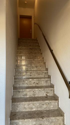 Feste Treppe zur Wohnung